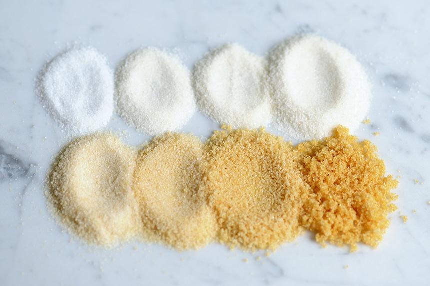 Je länger der getoastete Zucker im Backrohr bleibt, desto dünkler wird er und desto ausgeprägter sind auch seine Karamellnoten.