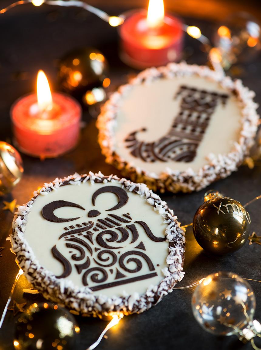 Diese liebevoll verzierten Kekse sind das ideale Weihnachtsgeschenk zum Selbermachen. Darüber freuen sich Freunde, Arbeitskollegen oder die Familie geleichermaßen!
